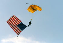 1024px-US_Navy_040415-N-6213R-006_A_Navy_Seal_assigned_to_the_U.S._Navy's_Leap_Frogs_parachute_team_descends_into_San_Diego's_Petco_Park
